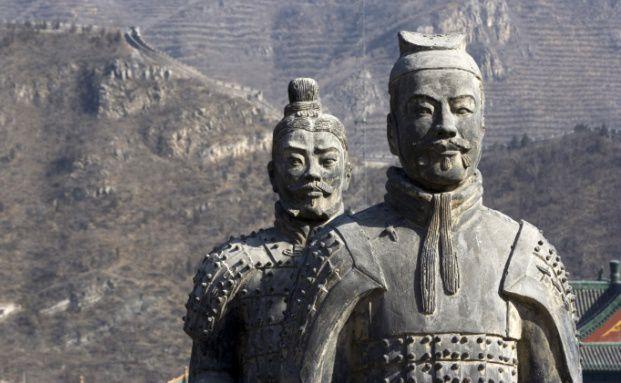 Schutz der etwas anderen Art:<br>Die Terrakotta-Krieger bewachen das Grab<br>des ersten chinesischen Kaisers Qín Shihuangdi.<br>Foto: Fotolia