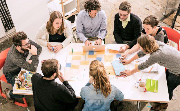 Mitarbeiter der Crowdfunding-Plattform Startnext. Für Crowdfunding-Anbieter und ihre Produkte gewährt das Kleinanlegerschutzgesetz Ausnahmen bei der Regulierung. Foto: Startnext