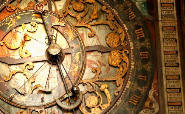Astronomische Uhr im Dom zu Münster. Die Zeiger weisen auf die Position der Planeten und der Kalender reicht bis ins Jahr 2071. Voraussicht und Präzision gehören auch bei Jupiter Asset Management zu den Prioritäten - die Investmentgesellschaft setzt auf akribische Marktanalyse. Foto: Getty Images