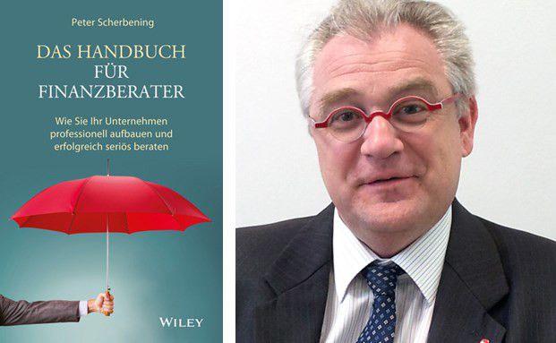 """Autor Peter Scherbening und das Cover seines neuen Buchs """"Das Handbuch für Finanzberater"""