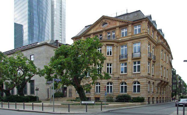 Laut Zahlen der Deutschen Bundesbank parken die Deutschen ihr Geld auf dem traditionellen Girokonto. (Foto: Dontworry, Wikimedia)