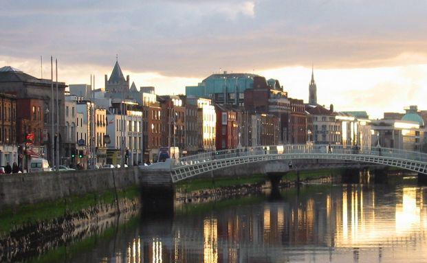 Half Penny Bridge in Dublin. <br> Quelle: Tobias Kommeter  / Pixelio
