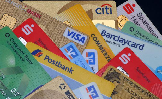 EC-Karten und Kreditkarten sind immer wieder das Ziel von Betr&uuml;gern. Foto: Tim Reckmann / <a href='http://www.pixelio.de' target='_blank'>pixelio.de</a>
