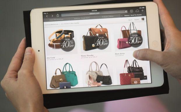 Einkaufsbummel heute: Seit 2008 hat sich das Online-Absatzvolumen verdoppelt. Foto: (Bloomberg)