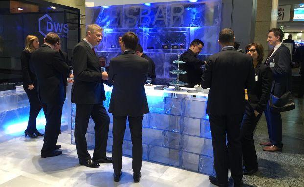 Kühle Stärkung an der Eisbar von DWS Investment auf dem diesjährigen Fondskongress in Mannheim