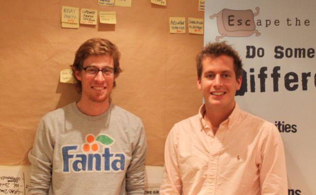 Die Escape-The-City-Jungs Rob Symington (links) und<br>Dom Jackman in ihrem Kellerbüro in London