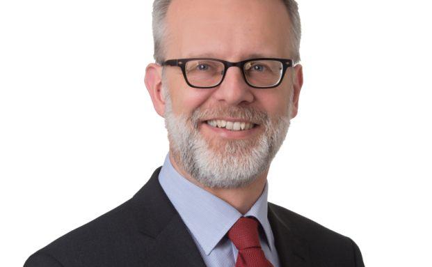 Thomas Tüllmann ist Rechtsanwalt bei der Kanzlei Eversheds in Hamburg