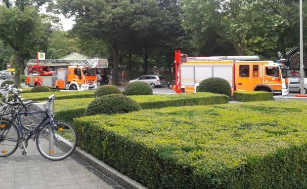Alarm bei DAS INVESTMENT: Neben den zwei Feuerwehrautos fuhren noch eine Polizeistreife und ein Rettungswagen vor.