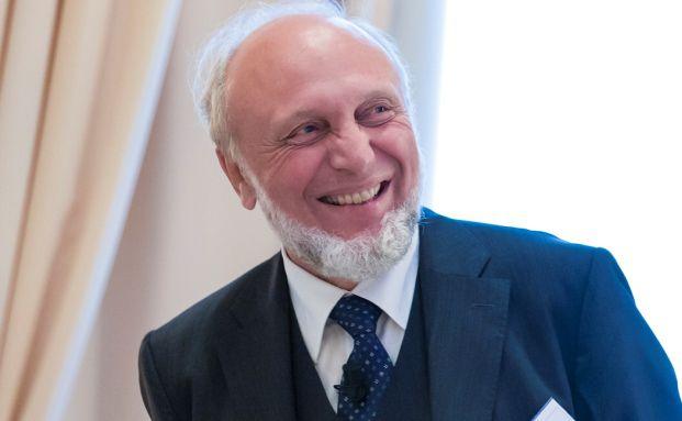 """Prof. Dr. Hans-Werner Sinn, von 1999 bis 2016 Präsident des ifo Instituts für Wirtschaftsforschung, referierte unter dem Titel """"Die Rettung der Schuldner durch die EZB und die deutsche Altersvorsorge""""."""