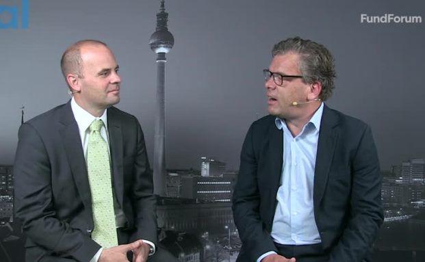 Thomas Romig, Geschäftsführer von Assenagon, im Interview mit Malte Dreher (rechts), Chefredakteur Private Banking Magazin. Screenshot, das Video steht unten