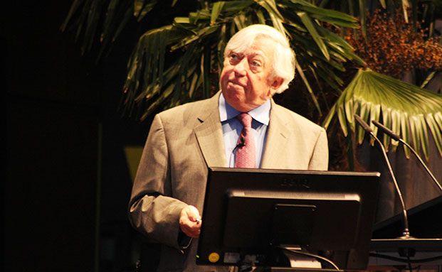 US-Ökonom Robert Gordon bei seinem Vortrag im Mozartsaal. (Foto: Oliver Lepold)
