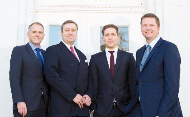 Der Loys-Vorstand von links nach rechts: Frank Trzewik, Christoph Bruns, Ufuk Boydak, Heiko de Vries. Foto: Thomas Hellmann. Loys setzt seinen Fokus vorrangig auf Aktien – und auf einen wertorientierten Ansatz. Foto: Thomas Hellman