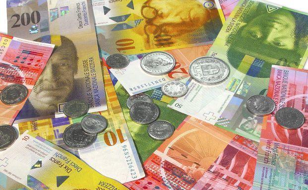 Schweizer Franken: Institutionelle UBS-Kunden müssen demnächst für ihre Franken-Konten zahlen. Quelle: Kurt Michel / Pixelio.de