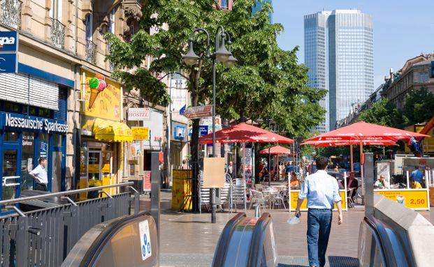 Kaiserstra&szlig;e am Frankfurter Bahhofsvorplatz, Foto: FotoHiero / <a href='http://www.pixelio.de' target='_blank'>pixelio.de</a>