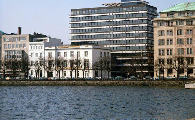 Gebäude der Berenberg Bank an der Alster in Hamburg: Bei den kleineren Vermögensverwaltern sind die institutionellen Anleger am zufriedensten mit Berenberg. Foto: Getty