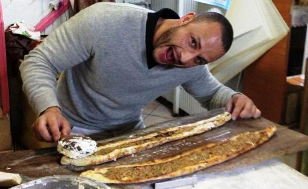 Mehmet Göker beim Kochen in der Türkei. Bild: privat/FinanzBuch Verlag