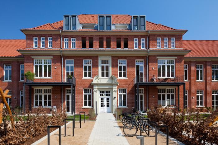 Fr&uuml;her war es ein Krankenhaus, heute befinden sich <br> Eigentumswohnungen im Klinkerbau in Hamburg-Barmbek