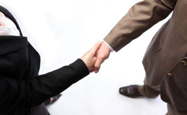 Deutsche Versicherer bevorzugen die Zusammenarbeit<br>mit Maklern. Foto: pixelio/Konstantin Gastmann