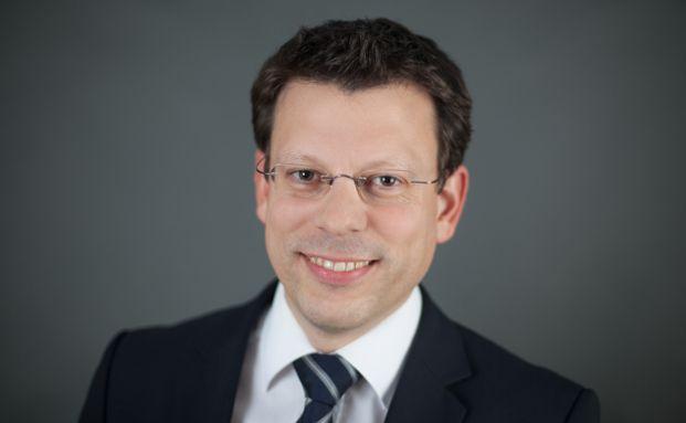Gerhard Hoffmann arbeitet seit 2010 bei der Allianz Deutschland AG. Der gebürtige Heidelberger ist dort seit Januar 2016 Leiter Anlage- und Finanzierungskonzepte und Prokurist.