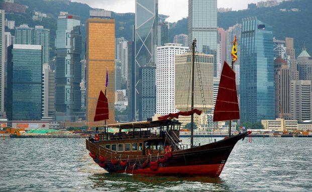 Skyline von Hongkong. Die Aktien aus der<br>Sonderverwaltungszone sind im DWS Dividende<br>Emerging Markets Direkt 2015 zu 25 Prozent gewichtet<br>(Bild: Fotolia)