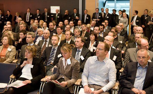Gespanntes Zuhören beim Honorarberater-Kongress 2011. Wenn Sie dieses Jahr dabei sein und ein Freiticket gewinnen wollen, schreiben Sie an gewinnspiel@dasinvestment.com. Quelle: VDH