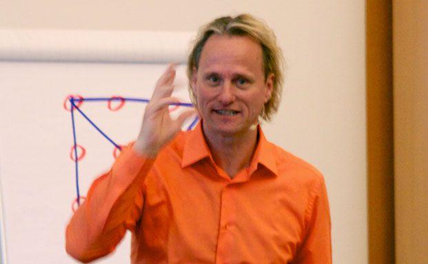 Thomas Baschab, Motivationstrainer dem sogar Olympia-Sieger vertrauen. Hier allerdings bei Investment & more in Hamburg.