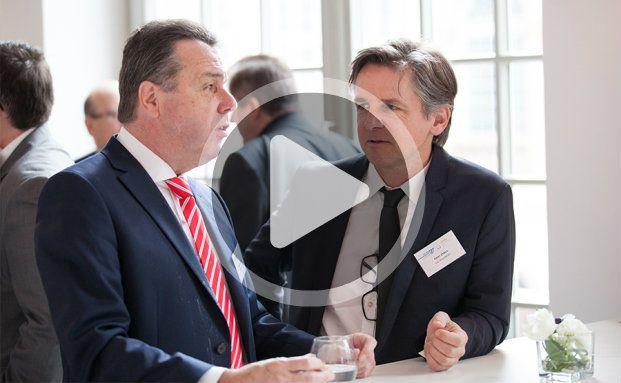 Heribert Bruchhagen (l.), Vorstandschef von Eintracht Frankfurt, im Interview mit DAS-INVESTMENT-Herausgeber Peter Ehlers