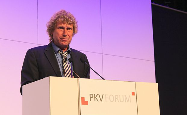 Bernd Raffelhüschen bei seinem Vortrag. (Foto: Oliver Lepold)