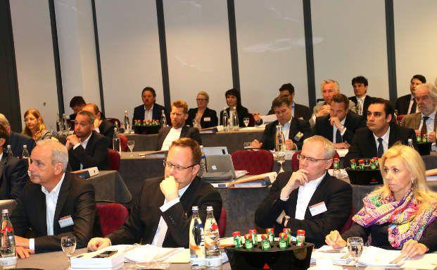 Ein Teil der Zuschauerschaft einer der zahlreichen Präsentationen auf dem 19. finanzebs-Forum. Foto: Oliver Lepold