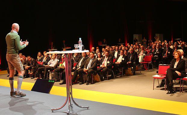 Vertriebstrainer Roger Rankel bei seinem Vortrag auf der DKM. (Foto: Oliver Lepold)
