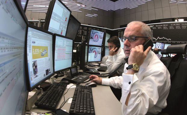 Multitasking 2014: Börsenmakler in Frankfurt. Foto: Bloomberg