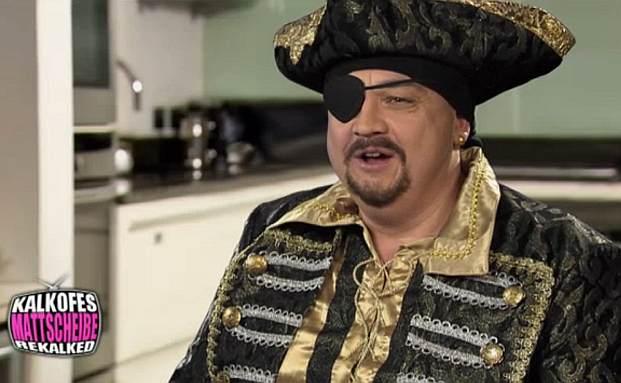 Oliver Kalkofe als Goldverkäufer (Foto: Screenshot Kalkofes Mattscheibe auf Yahoo.com)
