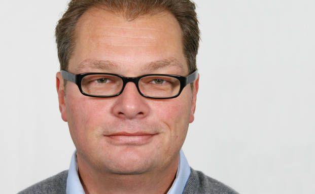 Guido Kirner ist promovierter Historiker und Sozialwissenschaftler und arbeitet als Finanzberater und Versicherungsmakler (KIRNER-FINANZ) in Weilheim in Oberbayern.