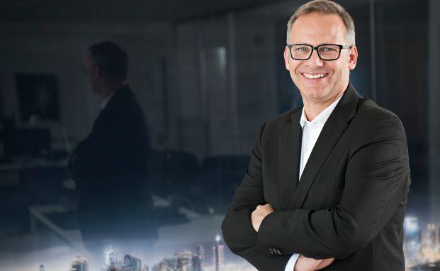 Thomas Lange von Lange Assets & Consulting in seinem Hamburger Büro.
