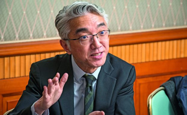 Leiter für asiatische Aktien und Investmentdirektor für Aktien der Asien-Pazifik-Region, Hyungjin Lee. Er managt unter anderem den Baring Asia Growth. Foto: Jürgen Bindrim