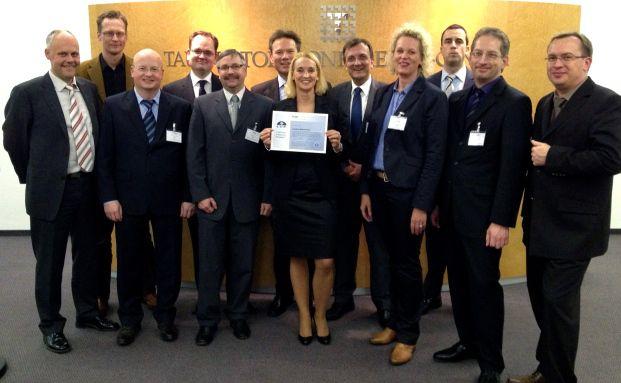 MLP-Berater mit ihrem neuen CFP-Zertifikat. Quelle: MLP AG