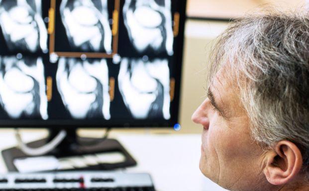 Diagnose Herzfehler: Eine schwere Erkrankung kann auch das Familieneinkommen gefährden (Foto: Monika Wisniewska/Istock)