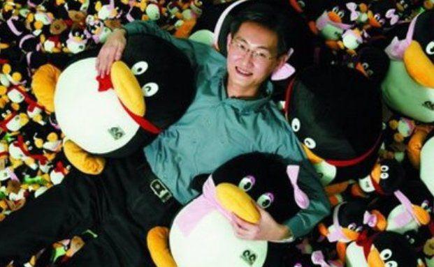 Tencent-Vorstandschef Ma Huateng mit Pinguin-Maskottchen (Foto: Tencent)