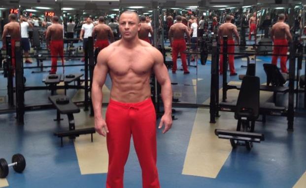 Mehmet Göker beim Fitness-Training, Bild: privat/FinanzBuch Verlag