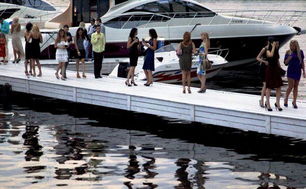 Shoppen will gekonnt sein: Russlands Geldelite begutachtet Yachten und anderes Luxusgut auf der Moskauer Millionärsmesse. Quelle: Getty Images