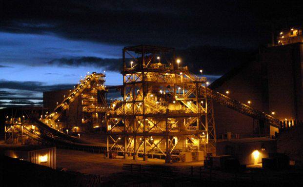 Goldmine bei Nacht (Foto: Anglogold)
