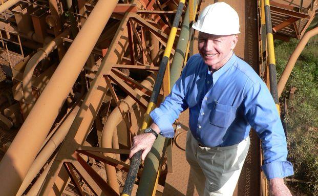 Mark Mobius ist dauernd unterwegs, um sich vor Ort ein Bild von den Emerging Markets zu machen. Hier besucht er den Eisenerzförder Sesa Goa in Indien.