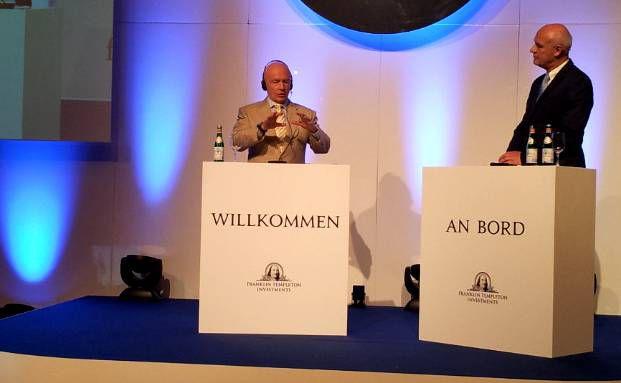 Franklin Templetons Star-Fondsmanager Mark Mobius (links) im Gespräch mit Moderator Bernd Heller (Foto: DAS INVESTMENT)
