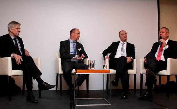 Die Diskutanten von links: Ulrich Kaffarnik, DJE Kapital, Moderator Peer Reichelt, NFS, Manfred Schlumberger, BHF Trust, Guido Bartels, Ethenea (Foto: DAS INVESTMENT.com)