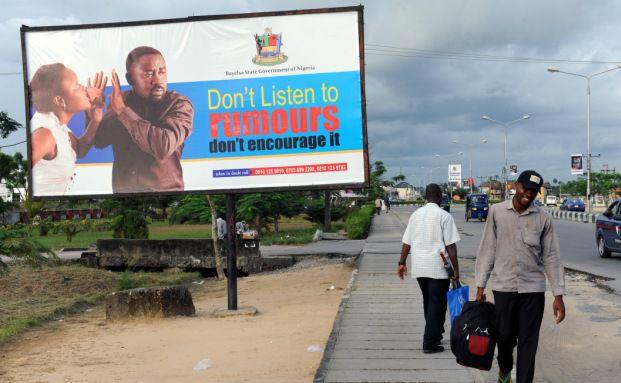 Werbung für eine Anti-Gerüchte-Kampagne des Bundesstaatest Bayelas im Süden Nigerias. Der westafrikanische Staat hat noch viel Aufholpotential - nicht nur in der Informationspolitik. Foto: AFP/Getty Images