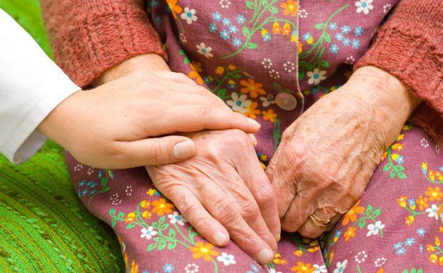 Pflegebedürftige: Deutschland kann dem Pflegerisiko nicht mehr ausweichen (Foto: Sandor Kacso/Fotolia)