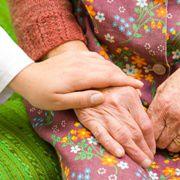Das Thema Pflege wird in Zukunft <br>wichtiger werden, glauben die Vermittler. <br>Foto: Fotolia