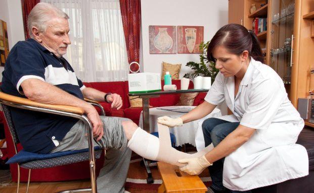 Viele Deutsche sind nicht ausreichend für die Pflege abgesichert. Quelle: Fotolia
