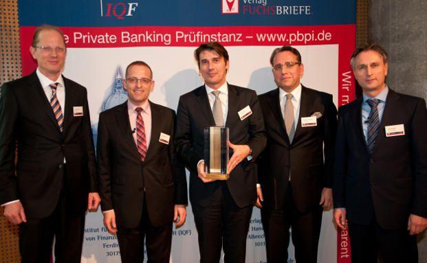 Von links: Christian Libor - Quanvest GmbH, Dr. Jörg Richter - IQF, Richard Manger – DZ Privatbank S.A. (Preisträger: 1.Platz, Ewige Bestenliste),  Riklef von Schüssler – Feri Trust GmbH (Preisträger: 1. Platz, Jahresranking), Ralf Vielhaber – Verlag Fuchsbriefe