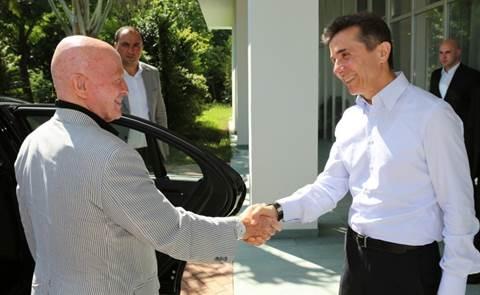 Mark Mobius trifft Georgiens damaligen Regierungschef Bidsina Iwanischwili.
